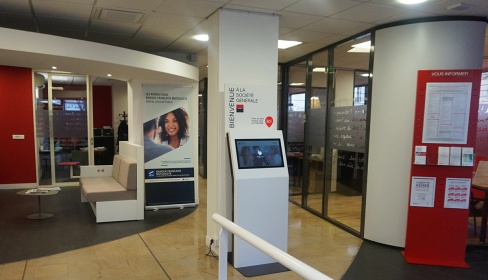Kiosco interactivo en la recepción
