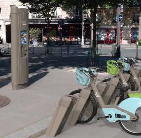 borne interactive d'abonnement transport Velib