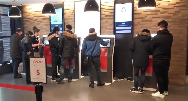 SIM card distribution kiosk