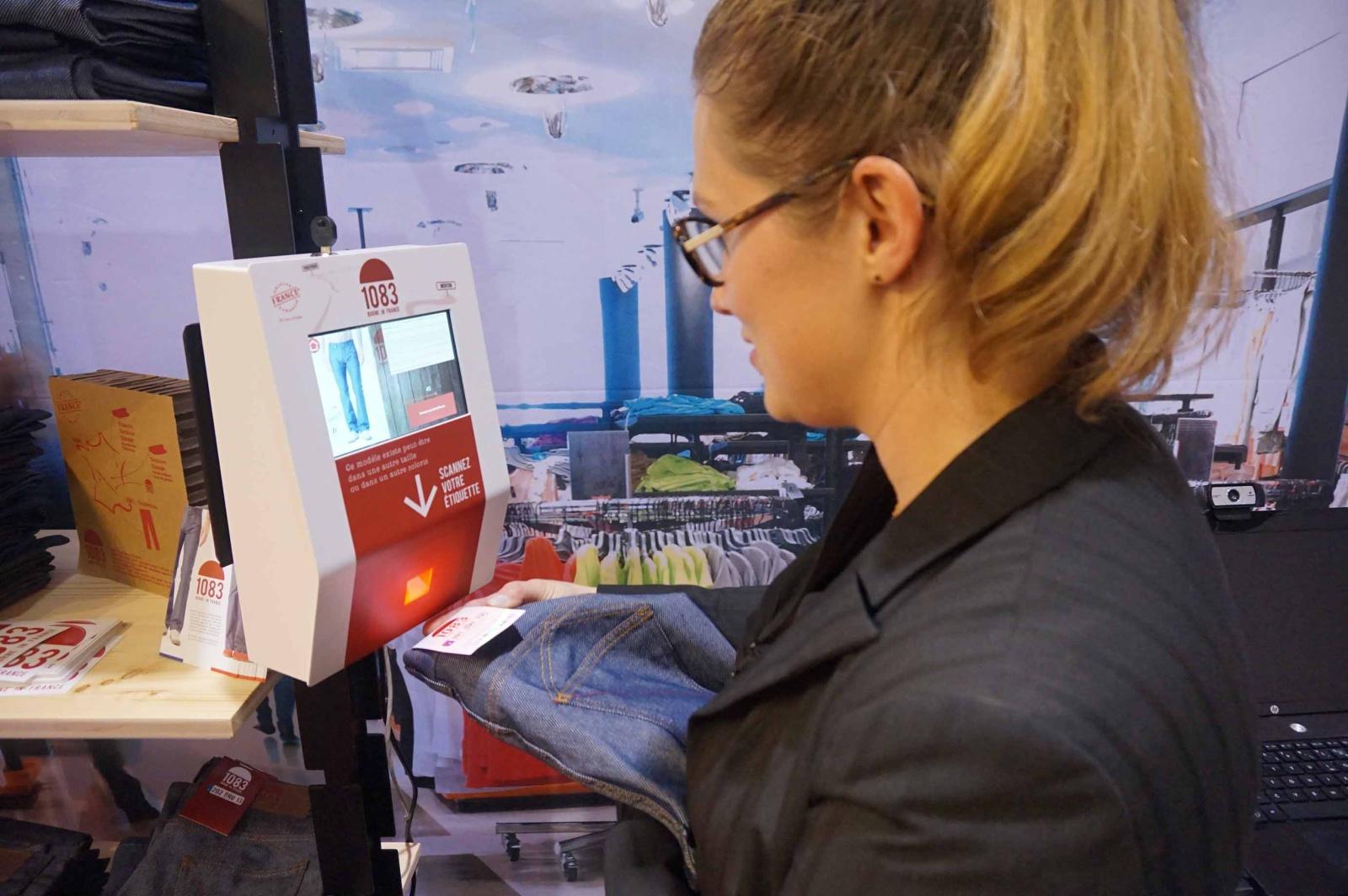 borne interactive etiquette connectee magasins connectes