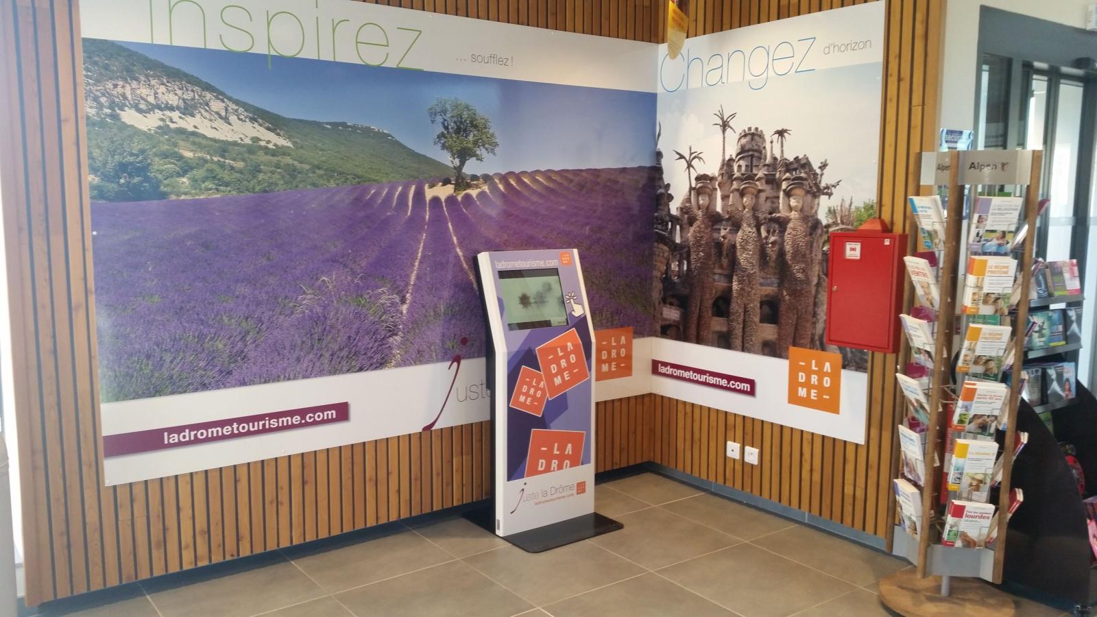 borne tactile interactive tourisme information navigation