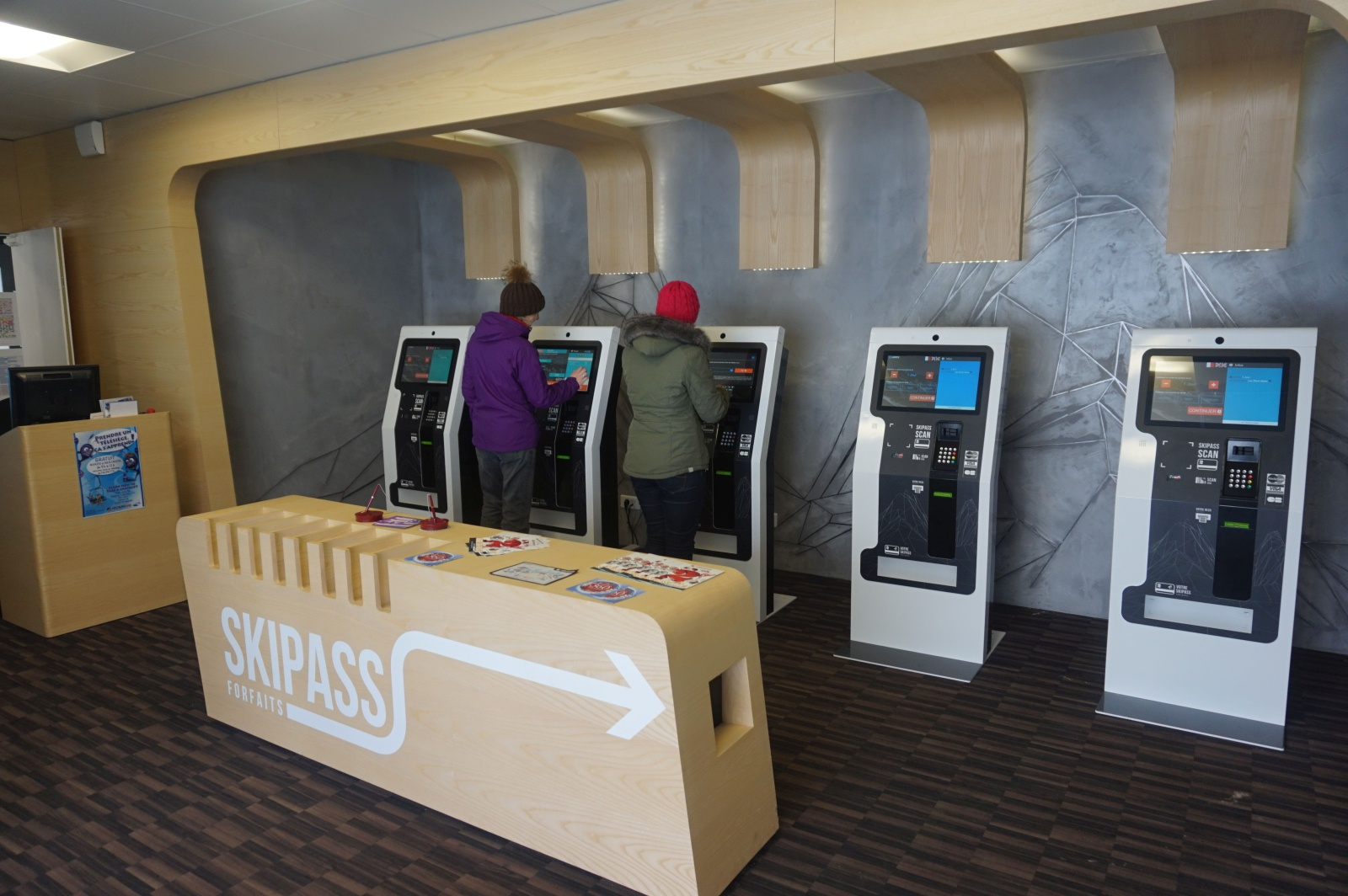 bornes tactiles interactives distribution skipass badges de ski 2 alpes