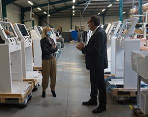 Presidente du departement-IPM France-visite production bornes interactives-9 mars 2021