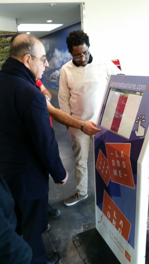 borne tactile interactive tourisme information navigation (1)