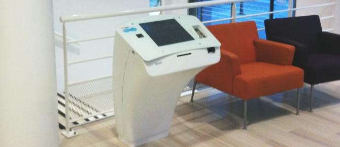 Borne tactile interactive de paiement IPM France pour EDF