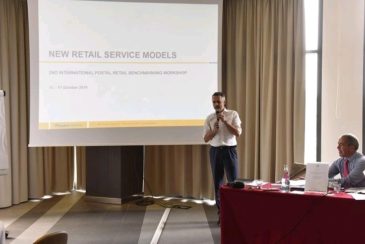 New service retail model-La Poste-Bornes interactives-IPM France